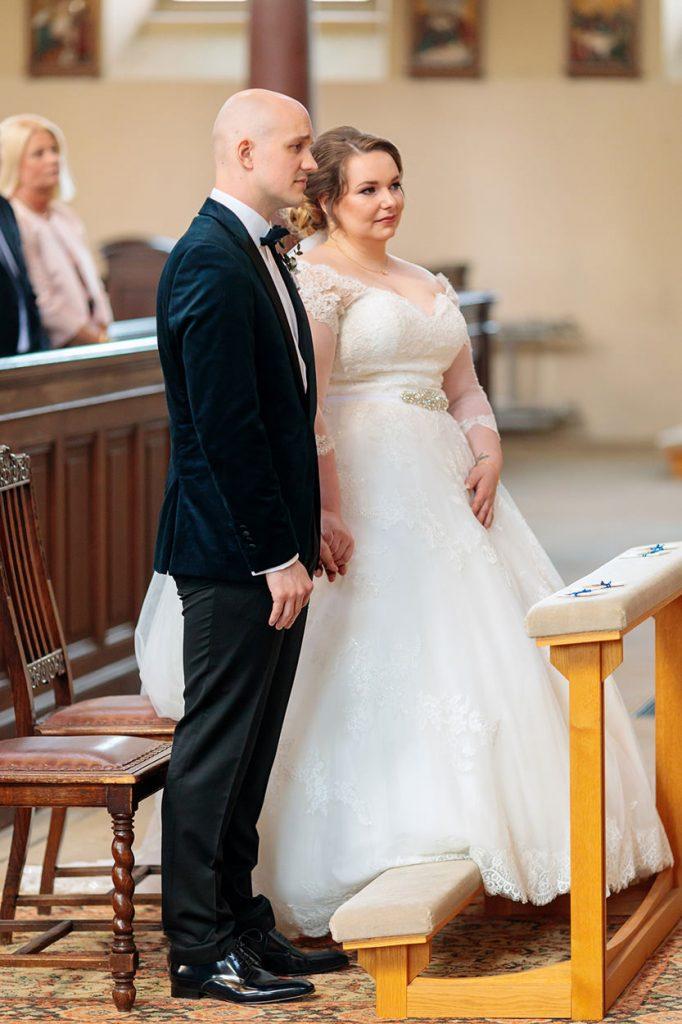 Das Brautpaar während der Trauung in der Peter und Paul Kirche Potsdam