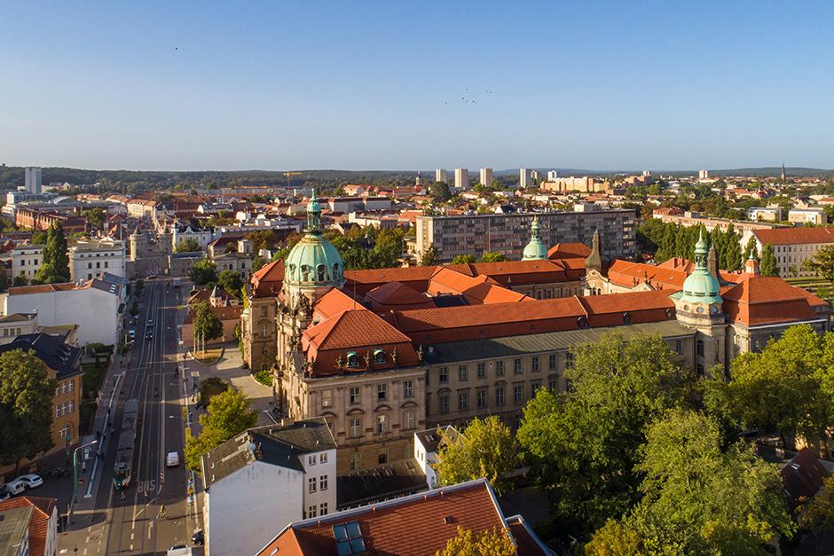 Luftbild Rathaus und Standesamt Potsdam im Morgenlicht