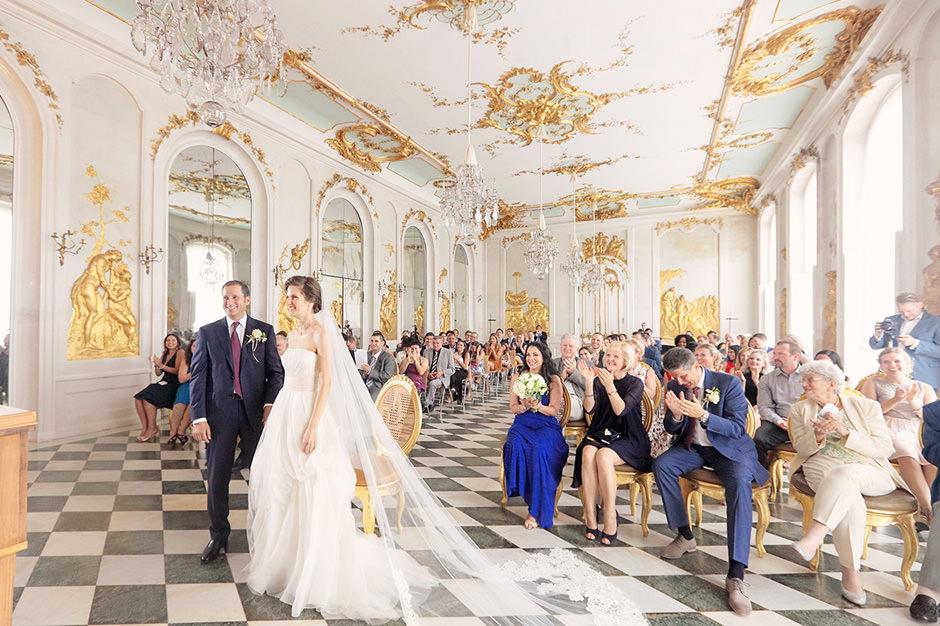 Momente vor dem Ringtausch bei einer Trauung in den Neuen Kammern Potsdam