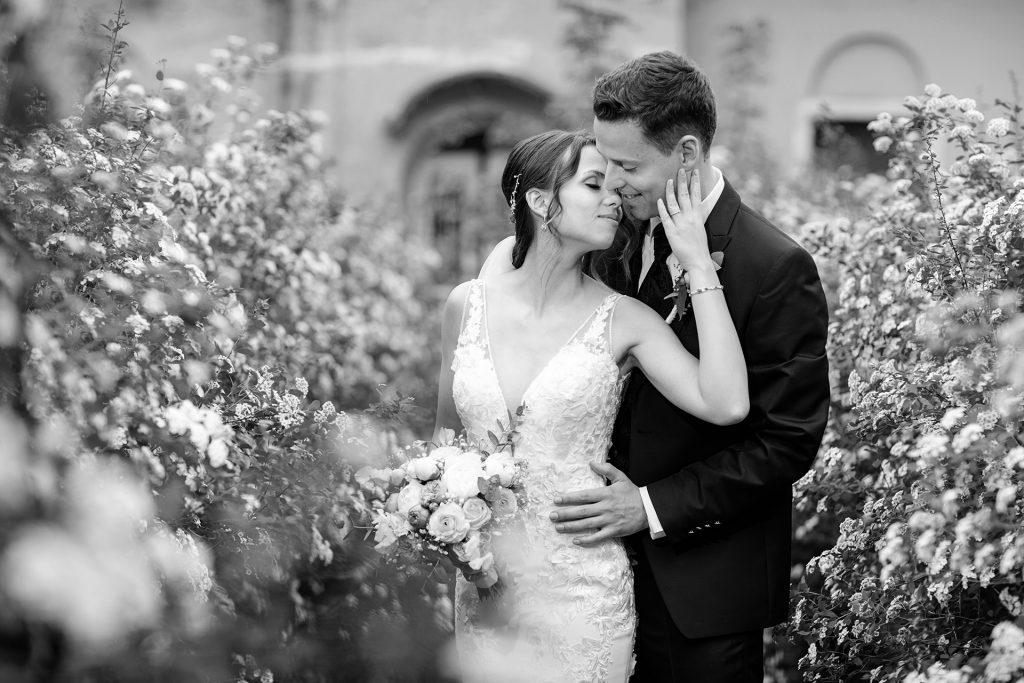 Hochzeitsbild mit Brautpaar nach Trauung in Brandenburg