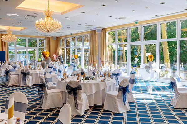 Blick in den Saal der Hochzeitslocation Inselhotel Potsdam