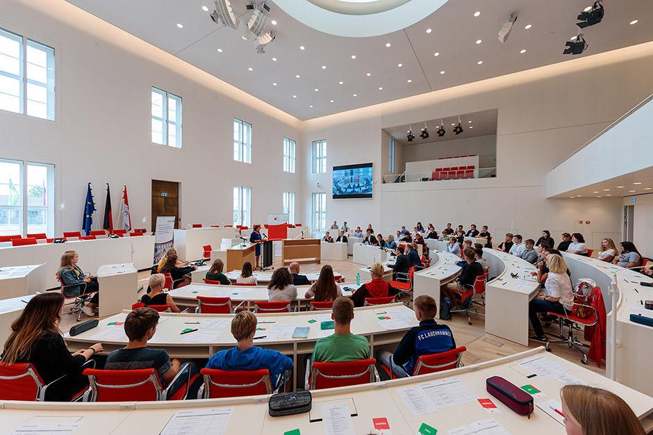 Jugend debattiert im Landtag Brandenburg in Potsdam