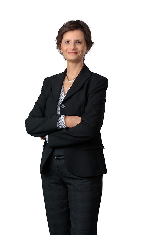 Businessfoto von Geschäftsfrau vor weißem Hintergrund