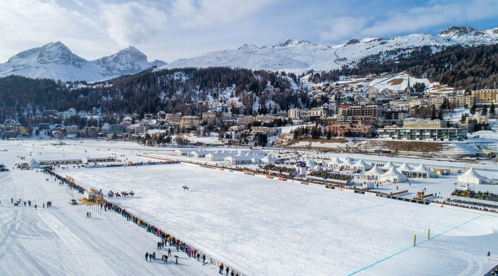 Luftbild in St. Moritz Foto mit Drohne vom St. Moritzsee Snowpolo World Cup