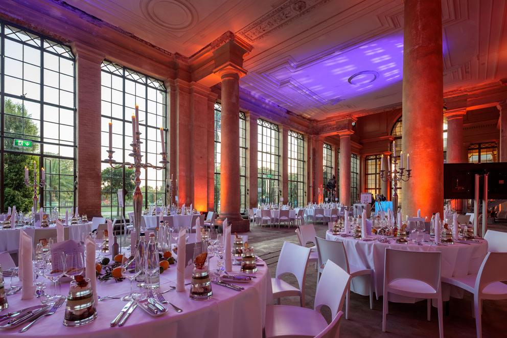 Veranstaltungsfoto von festlich dekorierter Orangerie in Potsdam von Eventfotograf