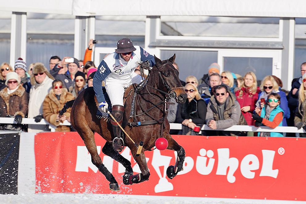 Eventfotograf Polo mit Pferd im Schnee