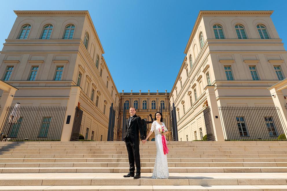 Hochzeitsfoto vor dem Museum Barberini in Potsdam