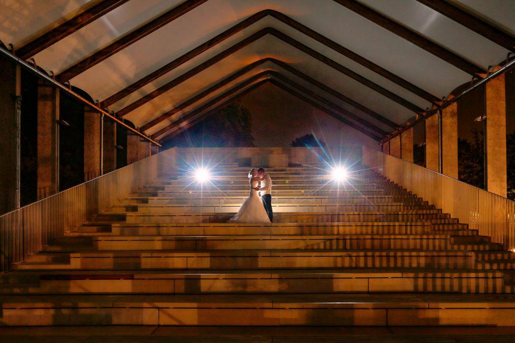 Hochzeitsfotos am Abend in Berlin Britzer Garten mit Schloss und Standesamt Neukölln