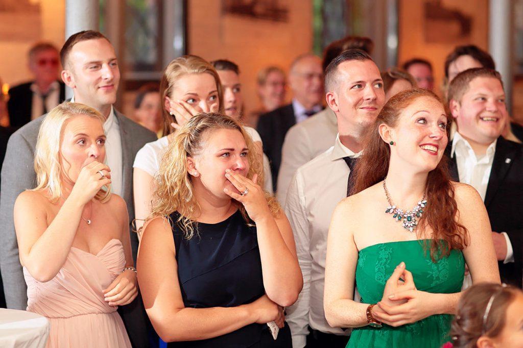 Emotionale Momente bei einer wunderschönen Hochzeit im Schlossgarten Britz Berlin