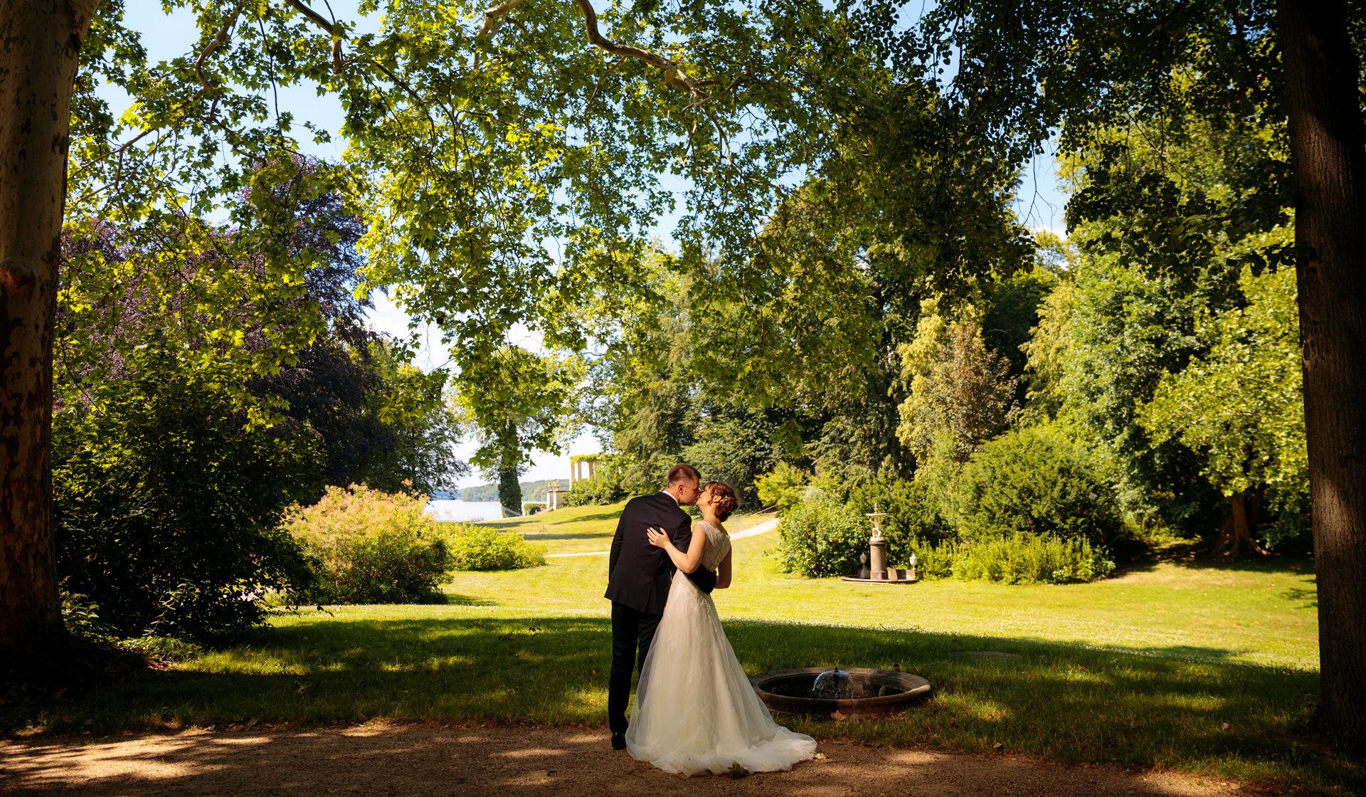 Im Schlosspark Glienicke entstehen wunderbare Hochzeitsfotos