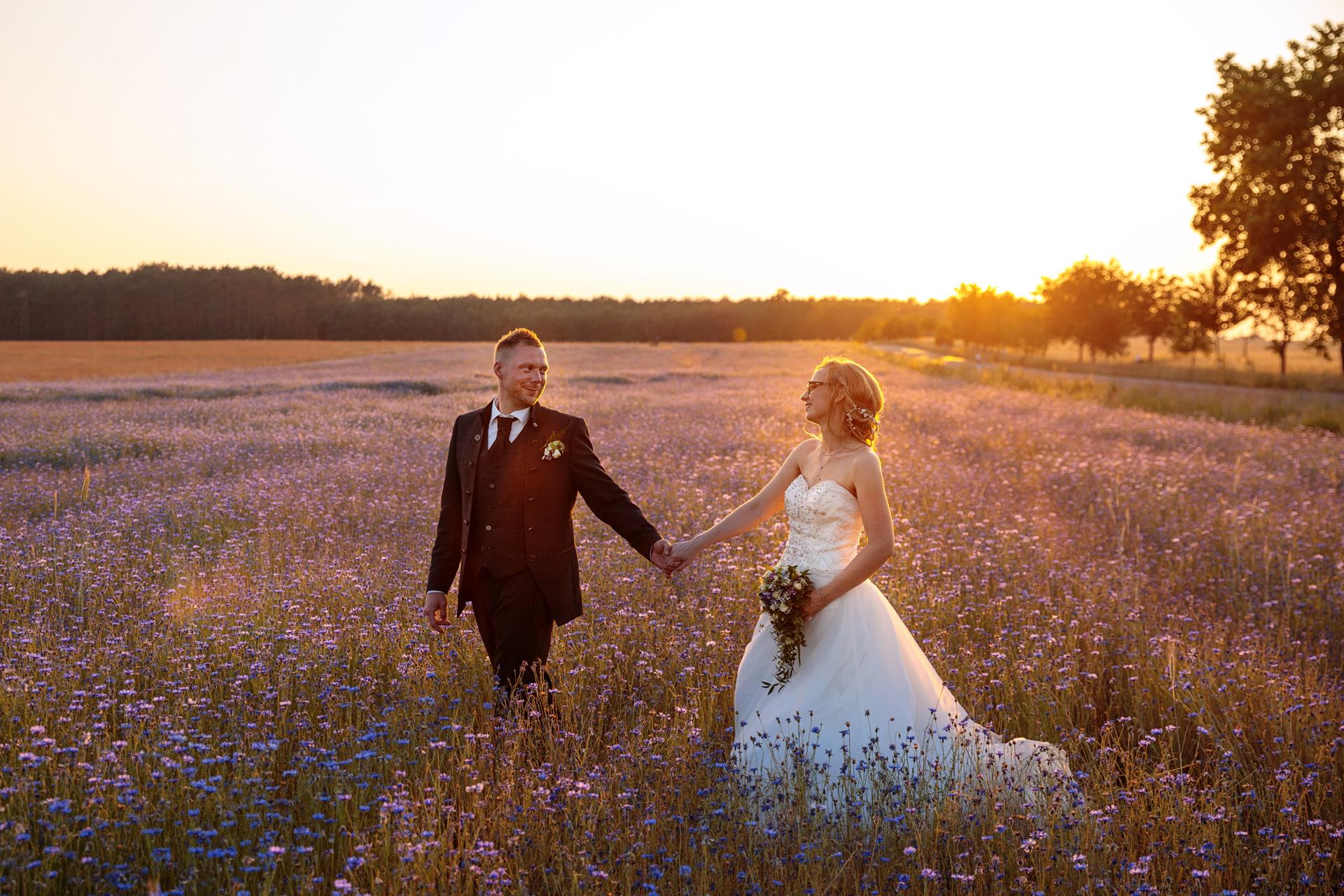 Brautpaar im Abendlicht in Brandenburg
