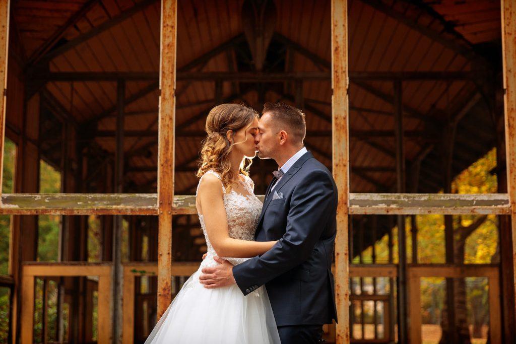 Brautpaar im herbstlichen Beelitz