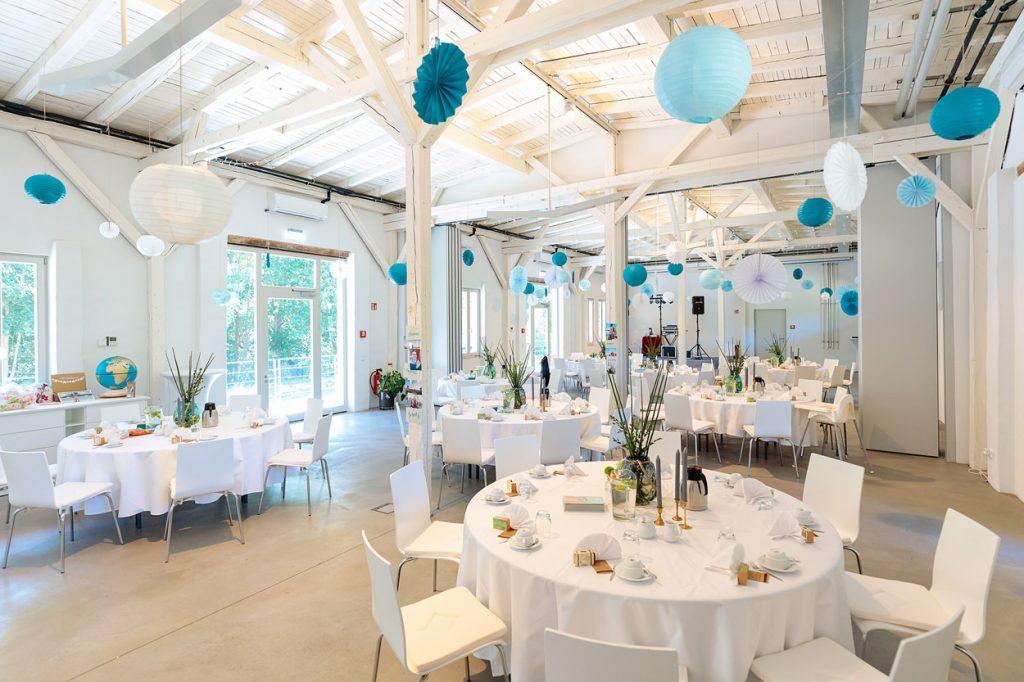 Das BlauArt Tagungshaus im Wildpark West Potsdam während einer Hochzeitsfeier