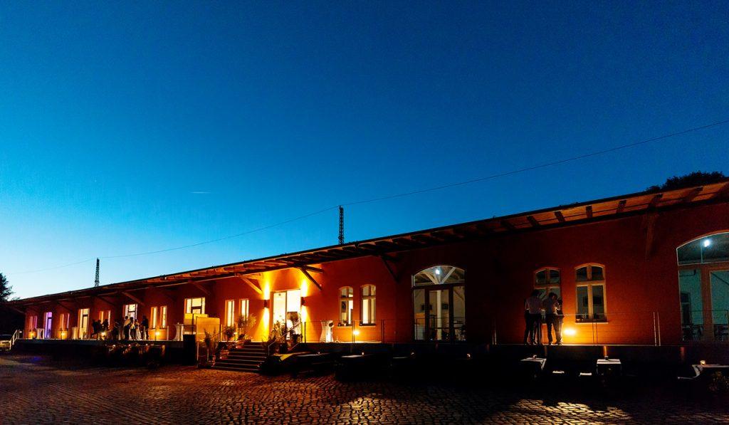 Das BlauArt Tagungshaus zur Blauen Stunde in Potsdam
