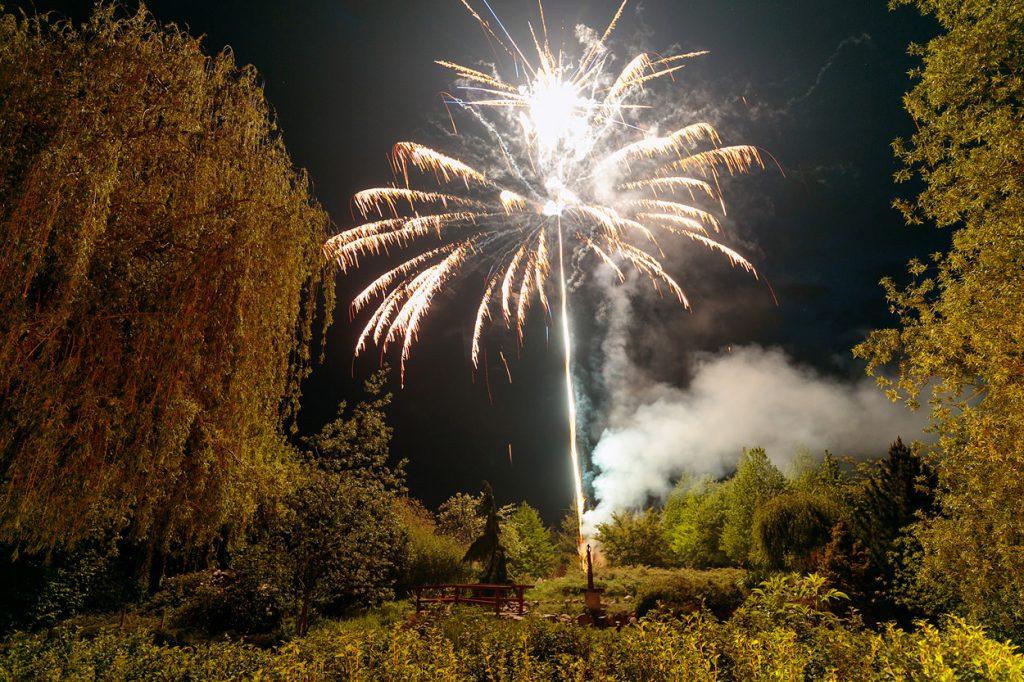 Das Hochzeitsfeuerwerk am Abend am Landhaus Alte Schmiede
