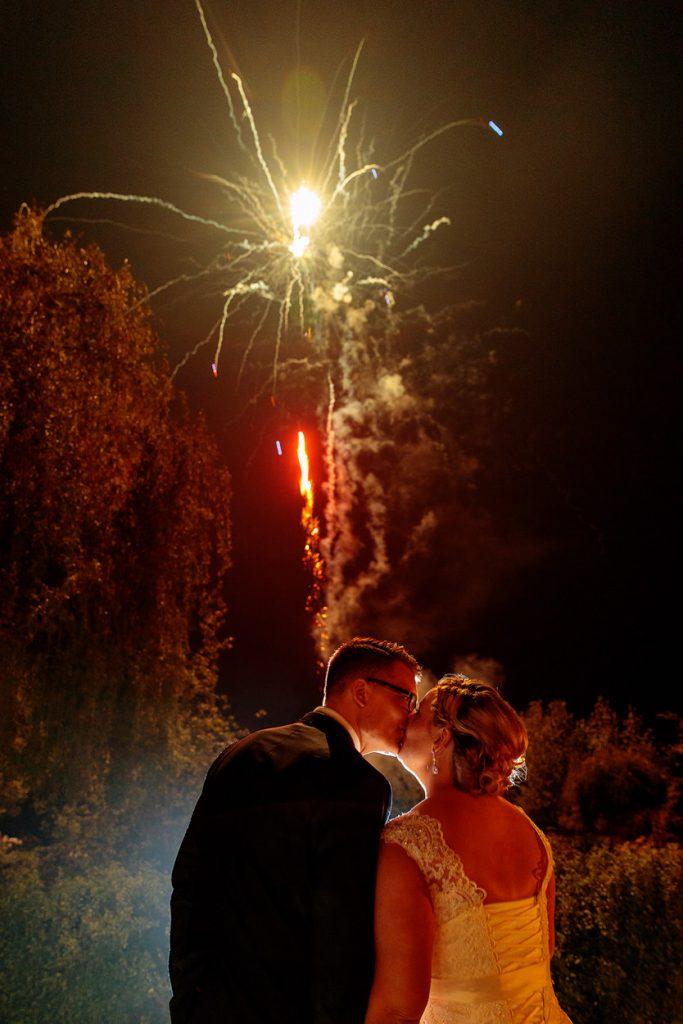 Und dann gibt es auch noch einen Kuss beim Feuerwerk