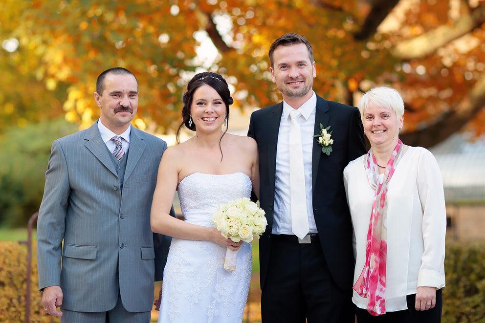 Das Brautpaar mit der Familie