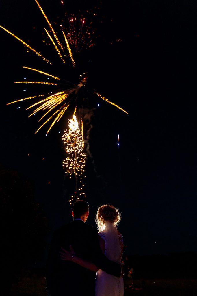 EinNatürlich durfte bei dieser Märchenhochzeit ein Feuerwerk nicht fehlen.