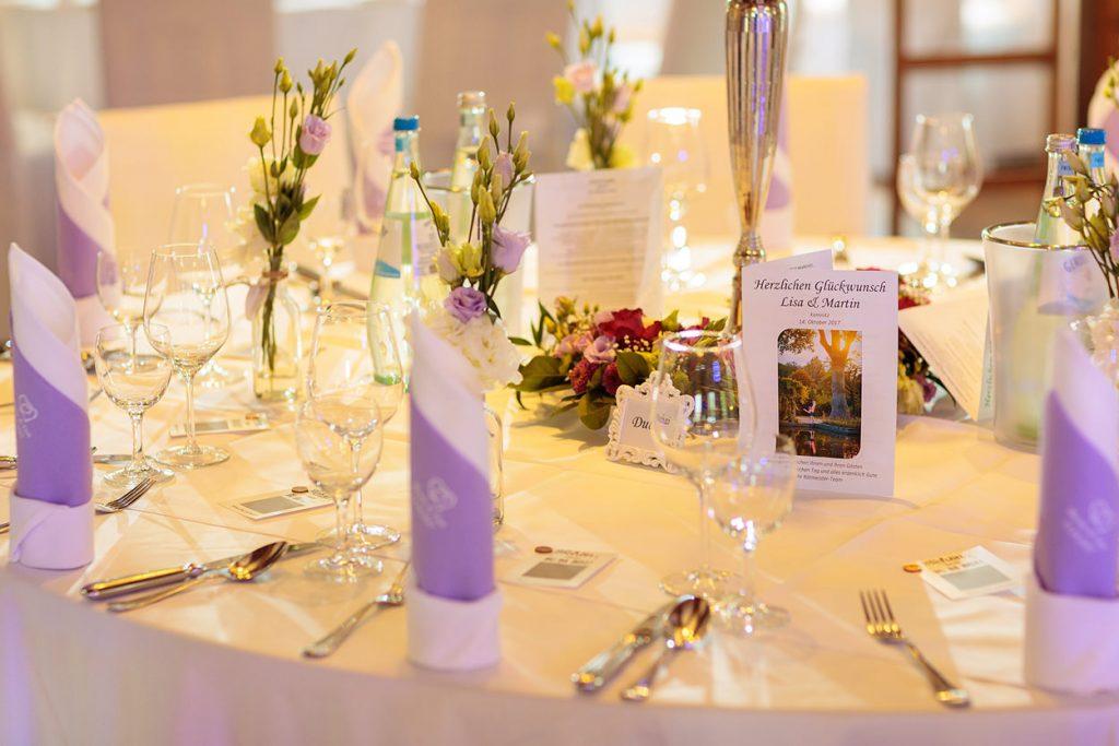 Die Tischdekoration bei der Hochzeitsfeier im Zum Rittmeister Kemnitz
