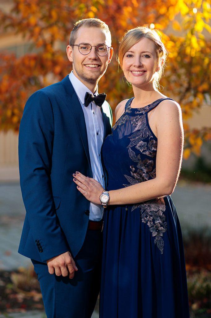 Die Hochzeitsgäste im herbstlichen Ambiente