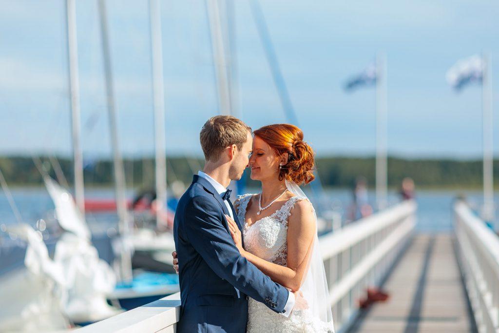 Brautpaar am A-Rosa Resort Steg