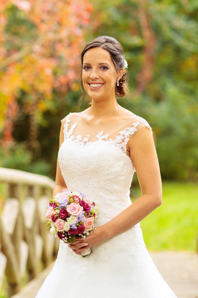 Die Braut im Schlosspark Reckahn nach der Trauung