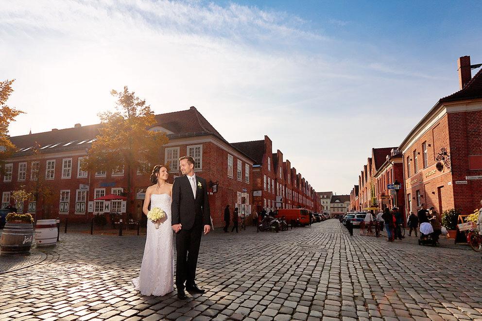 Mitten im Holländischen Viertel mit dem Brautpaar