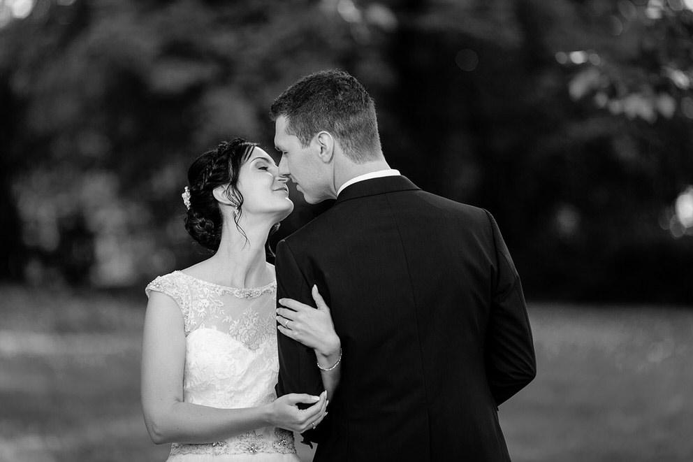 Und natürlich wird sich viel geküsst während der Hochzeitsfotos