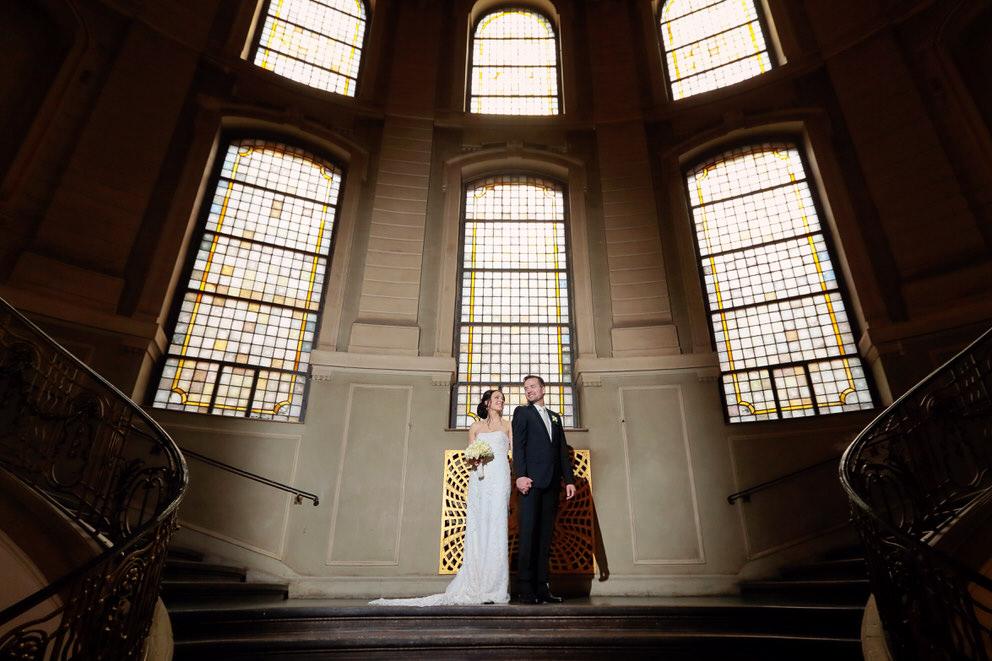 Das Brautpaar nach der Trauung im Rathaus Potsdam