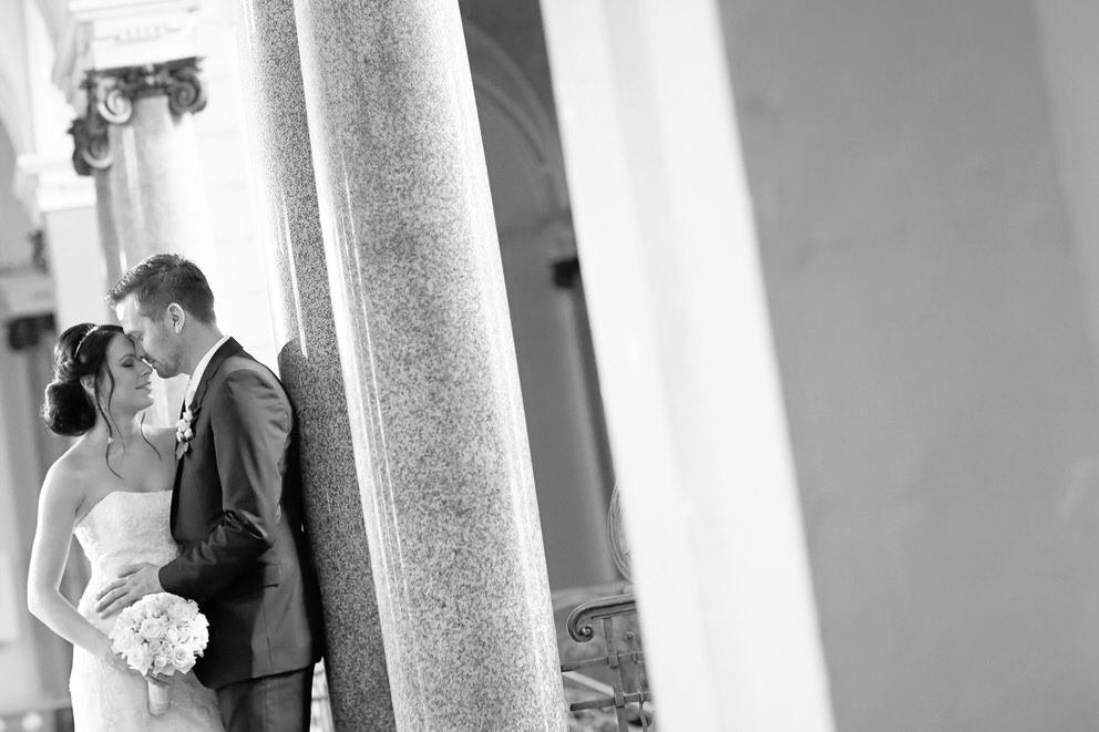 Das Brautpaar in den Gängen vom Rathaus Potsdam