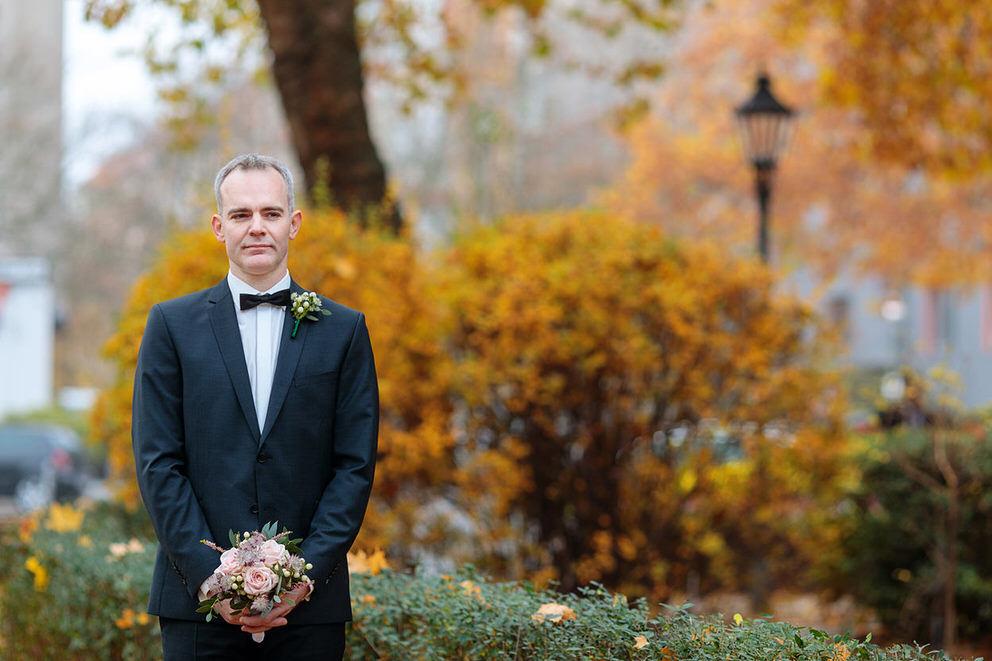 First Look: Der Bräutigam wartet auf seine Braut