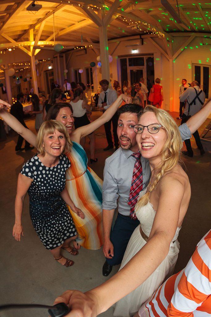 Die Reinhardt&Sommer Fotobox in Form einer Selfiebox Edition ist der Renner auf Hochzeitsfeiern