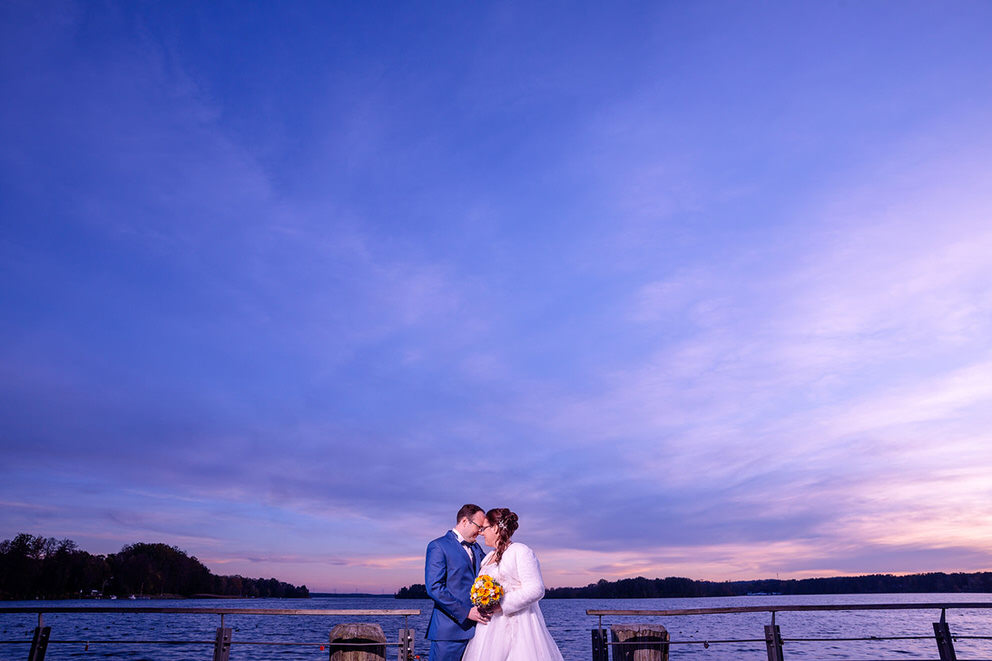 Sonnenuntergang in Bad Saarow mit Brautpaar im Herbst
