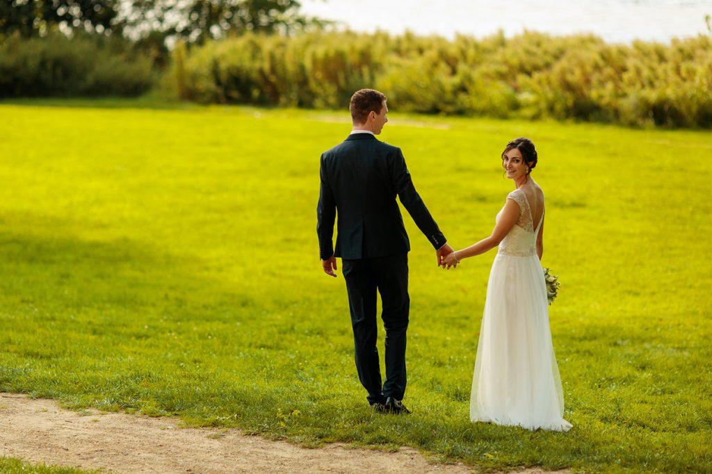 Sommerliche Hochzeitsfotos auf dem Landgut Stober