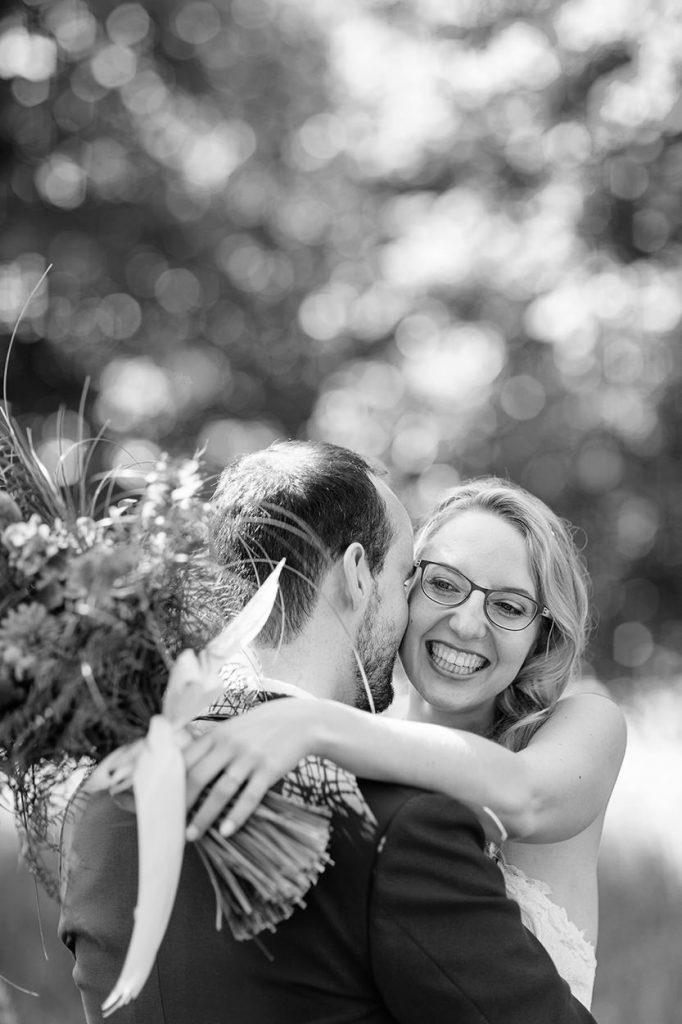 Ein herzliches Lachen der Braut