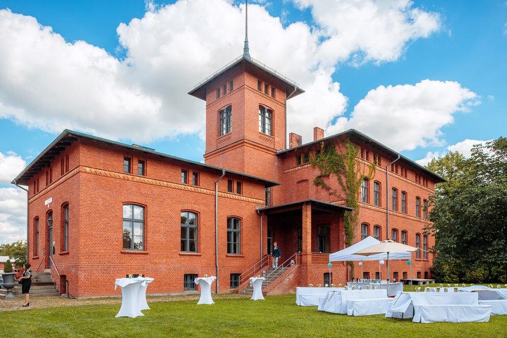 Das Langut Stober bei Nauen bietet sich wunderbar an für Trauung und Hochzeitsfeier an einem Ort