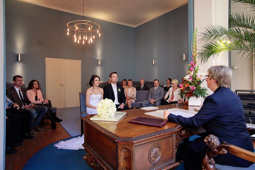 Das Brautpaar während der Trauung im Rathaus Potsdam