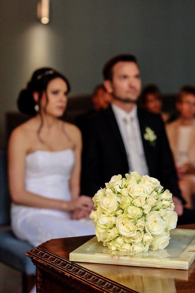 Der Brautstrauß während der Trauung