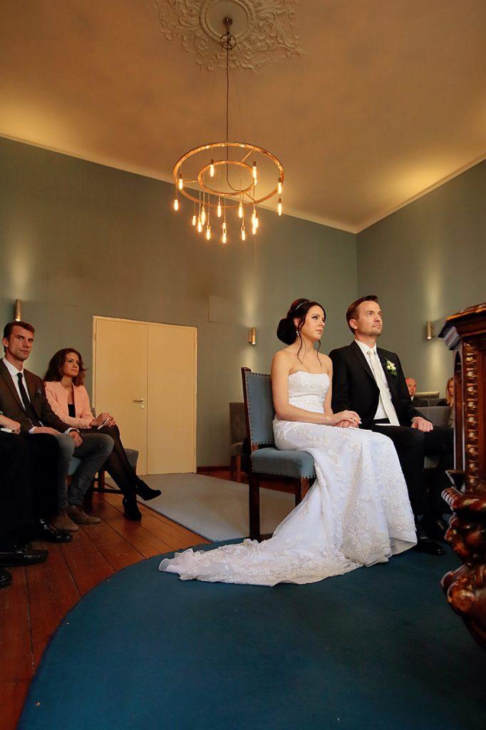 Das Brautpaar im Trauzimmer