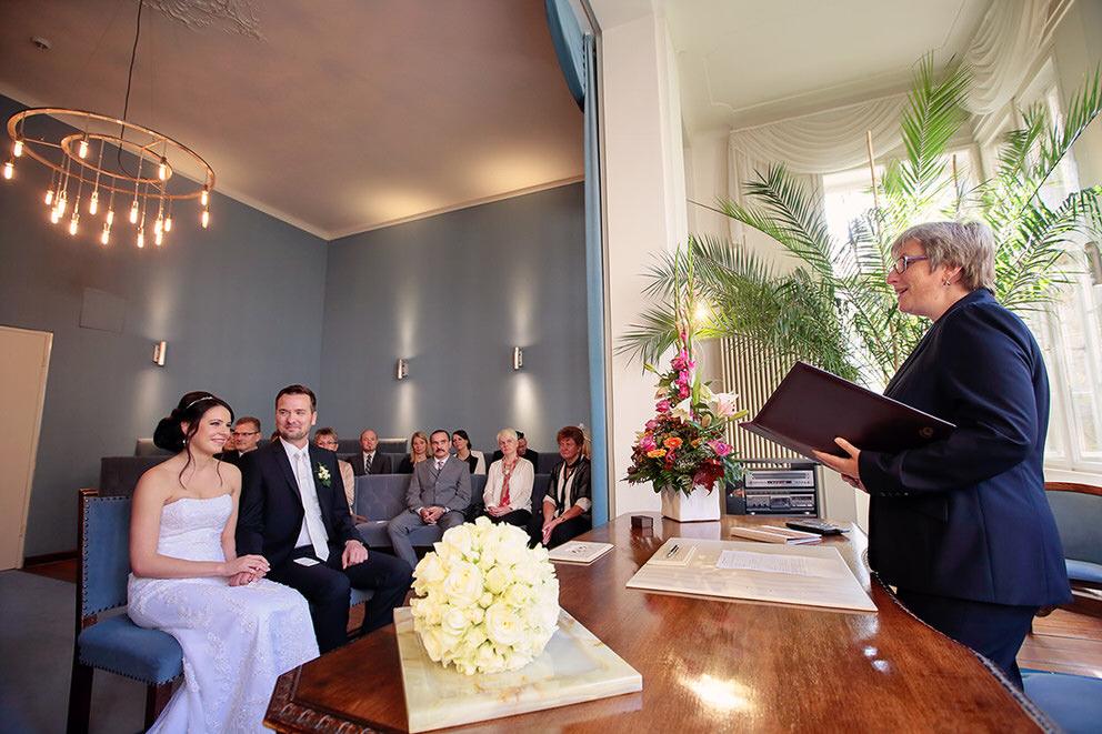 Ein Blick auf das Brautpaar während der Trauung