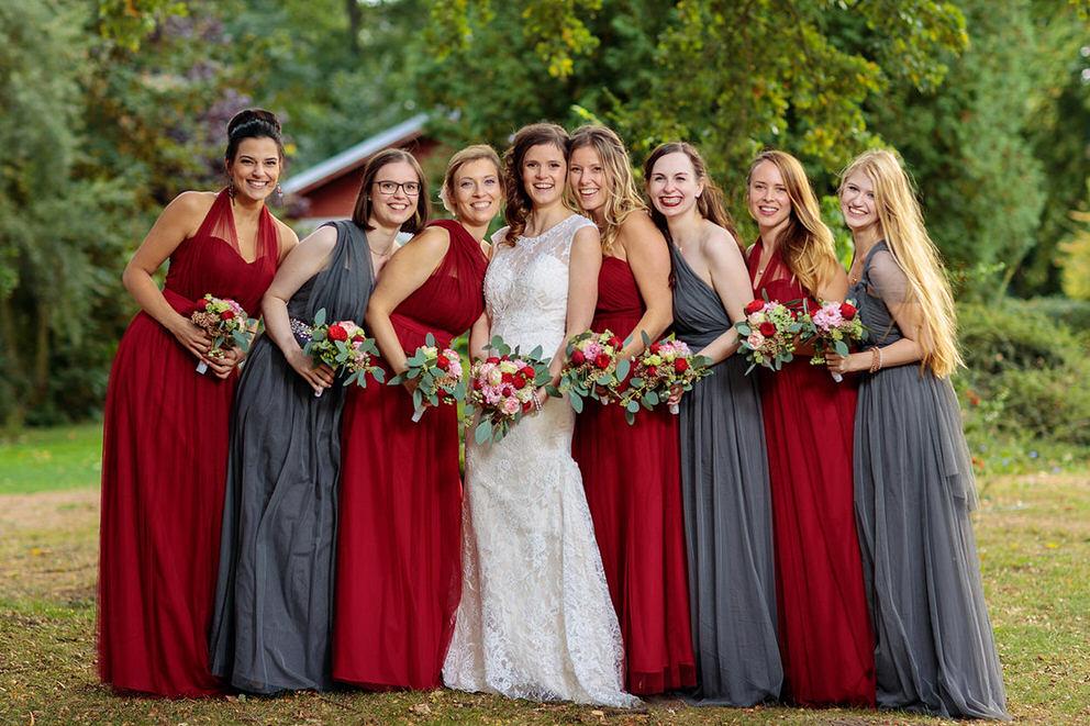 Die Braut mit ihren Brautjungfern im herbstlichen Neuruppin