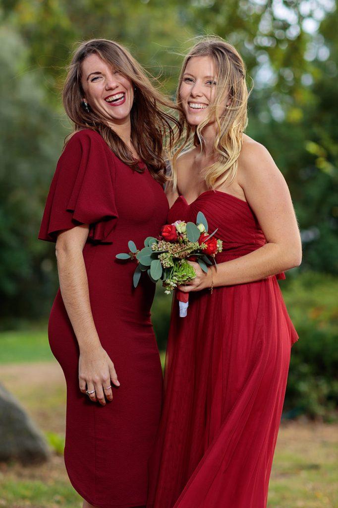 So toll sieht ein dunkles rot in Hochzeitsfotos aus