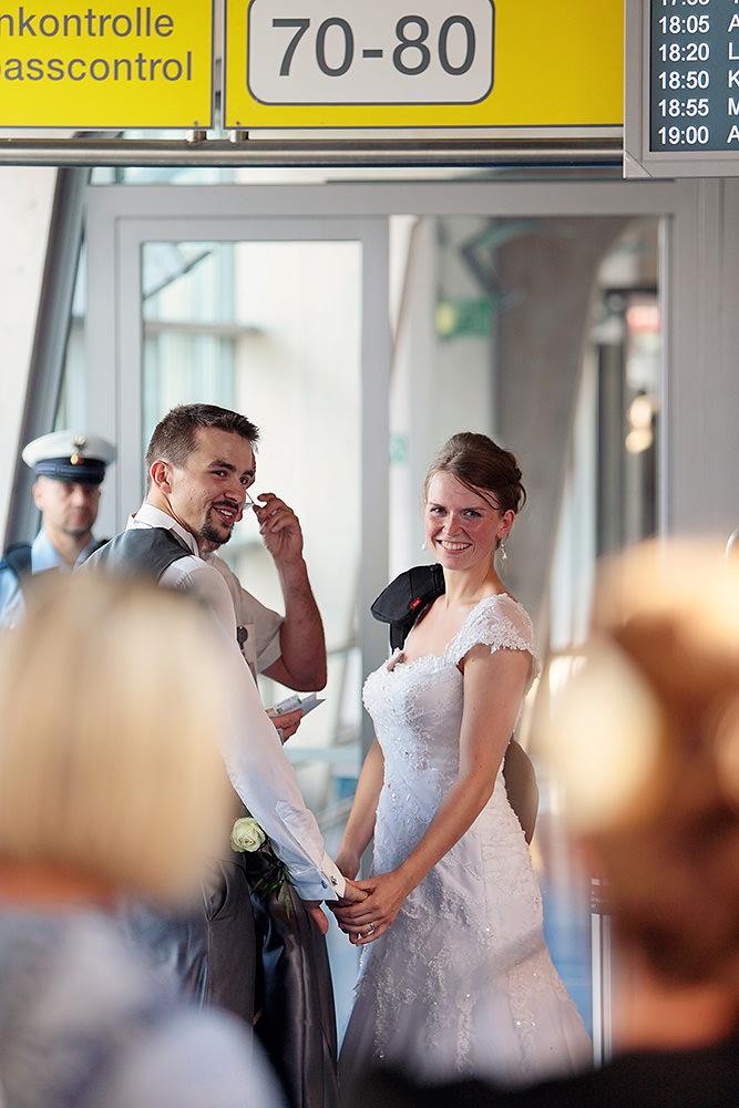 Im Brautkleid nach Paris fliegen. Unglaublich!