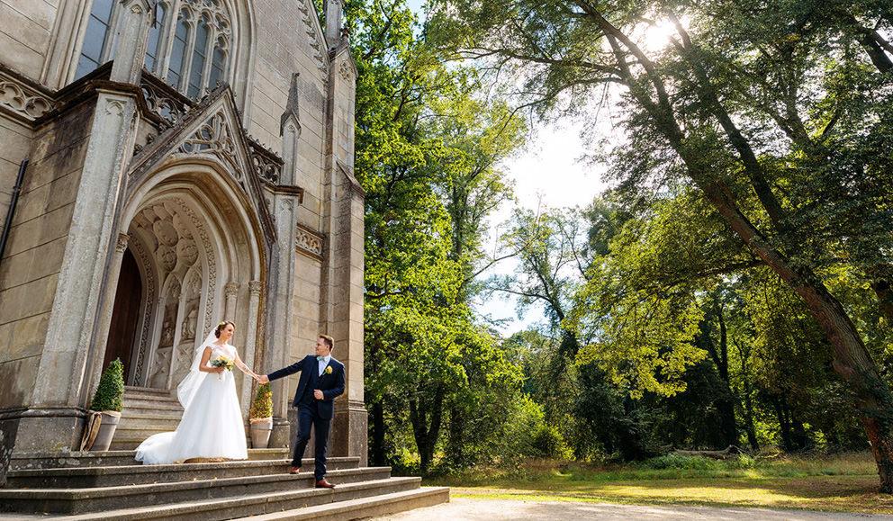Hochzeitsfoto nach der Trauung vor Kirche Kroechlendorff