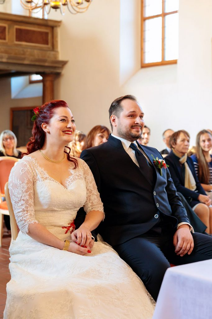 Das Brautpaar während der kirchlichen Trauung in Berlin