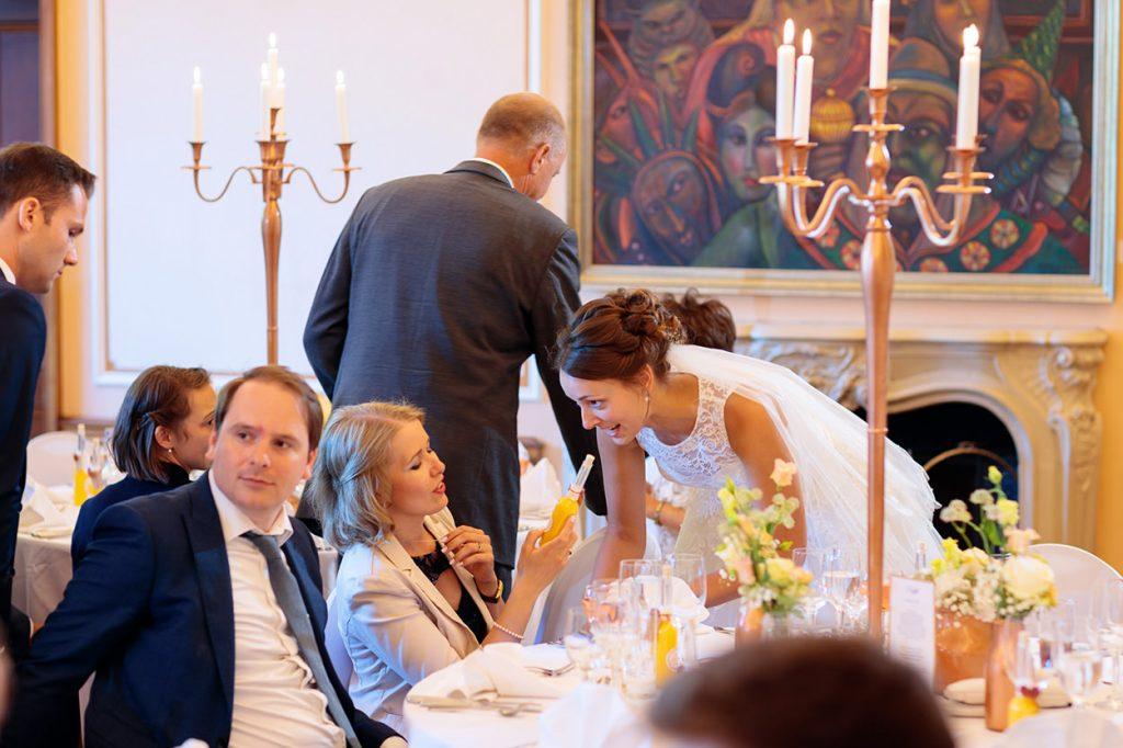 Das Brautpaar während der Hochzeitsfeier im Landgut Gühlen bei Neuruppin