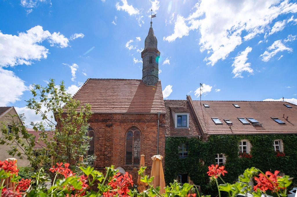 2004 wurde die Siechenhauskapelle restauriert und dient seitdem als Standesamt der Stadt Neuruppin