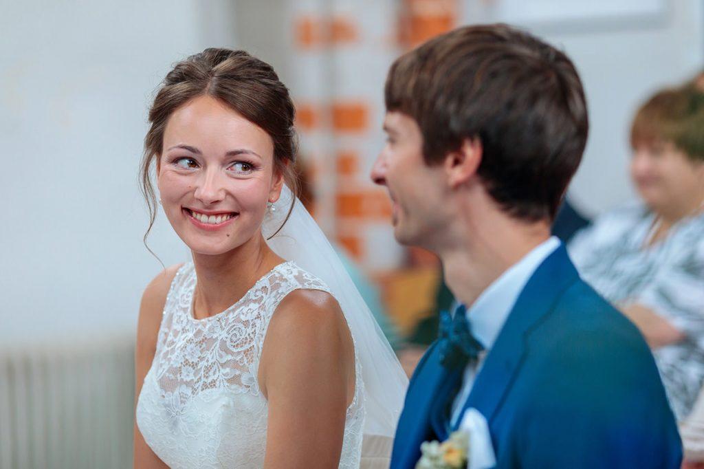 Braut und Bräutigam während der Trauung in der Siechenhauskapelle Neuruppin