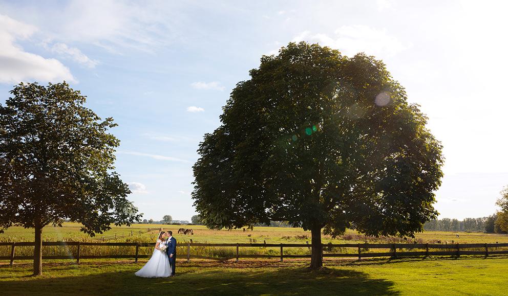Hochzeitsfoto mit Brautpaar Schloss Diedersdorf