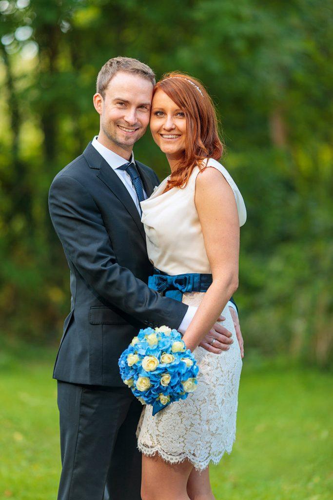Hochzeitsfotos vom Brautpaar nach der standesamtlichen Trauung auf der Burg Storkow